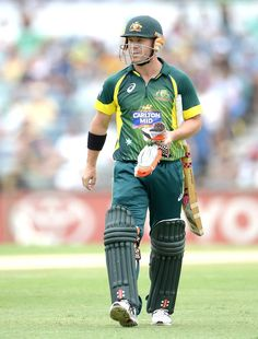 David Warner was done in by a ball that kicked up from a good length Tri Series, World Cricket, David Warner, Man Of The Match, Cricket Sport, Ronaldo, Finals, Boxer, Kicks