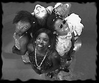 CM Issue: November/December 1998 Canadian Musician Showcase  Women Ah Run Tings – Music doesn't get much groovier than Women Ah Run Tings, a charismatic soul/R/hip-hop band of five women from Chilean, Guyanese, Jamaican and Nigerian backgrounds.