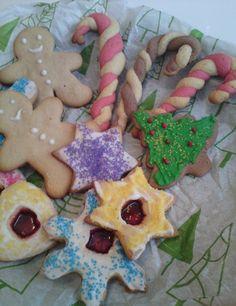 Χριστουγεννιάτικες Συνταγές - Αλμυρές Xmas Food, Gingerbread Cookies, Desserts, Blog, Recipes, Drink, Gingerbread Cupcakes, Ginger Cookies, Soda