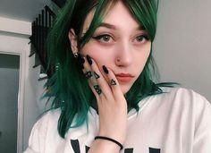 What could be better than long, touchable hair? Dark Green Hair, Hair Color Dark, Dye My Hair, 50 Hair, Coloured Hair, Aesthetic Hair, Grunge Hair, Trendy Hairstyles, Hair Goals