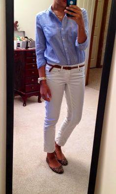 Tu hésites à porter des jeans blancs ? Voici 3 astuces et tout plein d'idées de looks pour avantager ta silhouette et assumer totalement ton jeans (ou pantalon) blanc. 3 astuces de base : Évite…