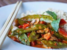 (no) plain Vanilla Kitchen: Rotes, scharfes Thai-Curry mit Gemüse (und Stäbchen)