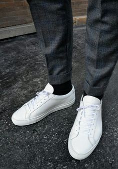 Sneakers happen to be an element of the world of fashion more than you may realise. Present-day fashion sneakers bear little resemblance to their earlier forerunners however their popularity remains undiminished. White Shoes, White Sneakers, Vetements Clothing, Sneaker Trend, Style Masculin, Zapatillas Casual, Running Shoes For Men, Mens Running, Running Sneakers