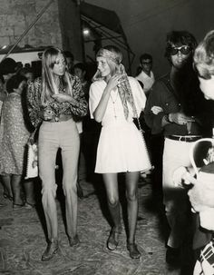 September 1968 - Pattie, Twiggy and Justin in Greece.