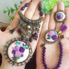 This Pin was discovered by Nur Make Your Own Jewelry, Felt Diy, Cross Stitching, Hand Embroidery, Diy And Crafts, Knit Crochet, Knitting, Pendant, Handmade