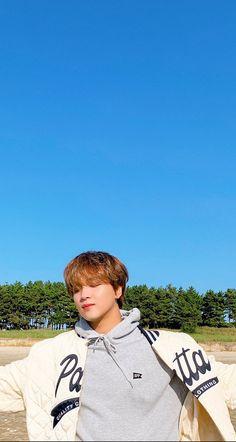 Lock Screen Wallpaper, Wallpaper Lockscreen, Blackpink Jisoo, Kpop Boy, Taeyong, Boyfriend Material, Jaehyun, Nct 127, Nct Dream