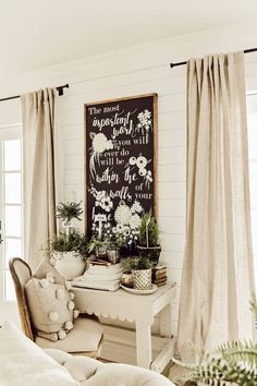 Small Home Interior The Perfect Equation For Cottage Style Spring Decor Spring Home Decor, Easy Home Decor, Spring Crafts, Farmhouse Interior, Farmhouse Decor, Farmhouse Style, Vintage Farmhouse, Modern Farmhouse, Farmhouse Office