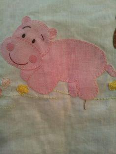 APlique para lencol de bebe Applique Patterns, Applique Quilts, Applique Designs, Quilt Patterns, Dog Quilts, Animal Quilts, Baby Quilts, Baby Sewing, Quilt Making