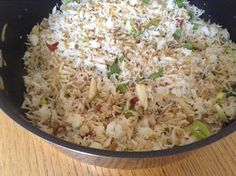 Indo-Chinese garlic rice is a delightful and flavourful recipe. This can be made in minutes and goes well with vegetable manchurian, g. Chinese Garlic, Grains, Rice, Food, Eten, Seeds, Meals, Korn, Diet