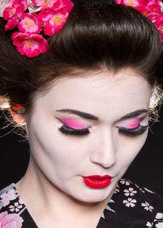 trucco geisha Gothic Makeup, Fantasy Makeup, Fairy Makeup, Makeup Art, Geisha, Cheer Makeup, Carnival Makeup, Character Makeup, Theatrical Makeup