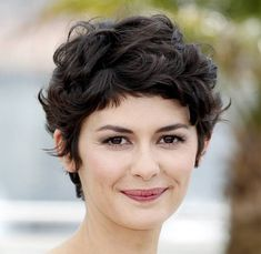 Curly Hairstyles : Simple Short Hairstyles for Round Faces Women ...