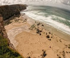England-based artist Tony Plant has transformed the stunning beaches of England into a temporary canvases with his amazing geometric drawings in the sand.