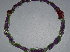 Décoration murale-couronne couleur violet, argent et vert à suspendre…