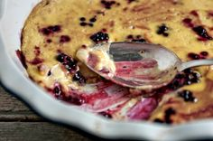 blackberries in custard 2 Cold Desserts, Sweet Desserts, Sweet Recipes, Gluten Free Grains, Gluten Free Sweets, Vanilla Custard, No Dairy Recipes, Green Kitchen, Trifles