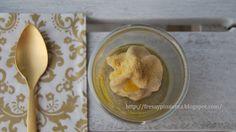 fresa & pimienta: Capuccino de alcachofa con espuma de foie y polvo de naranja.