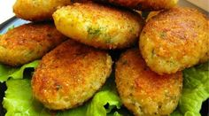 cabbage cutlets Ingredients: - 1 kg cabbage - 1 onion - cups semolina - cups flour - 2 cloves of garlic - greenery - Vegetable oil for Meatless Meatballs, Meatless Burgers, Ukrainian Recipes, Russian Recipes, Cutlets Recipes, Vegetarian Recipes, Cooking Recipes, Easy Recipes, Good Food