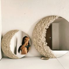 Mirror Decor Living Room, Diy Mirror Decor, Mirror Crafts, Moon Decor, Diy Crafts For Home Decor, Mirror Painting, Creation Deco, Ideias Diy, Aesthetic Room Decor