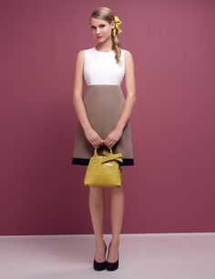 PAULE KA SS13 - Cotton gabardine and cotton poplin dress, paried with satin pumps and a croc print calf leather bag