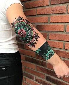 Search inspiration for an Old School tattoo. Henna Tattoo Muster, Tattoo Henna, Henna Tattoo Designs, Flower Tattoo Designs, Flower Tattoos, Tattoo Arm, Tattoo Wolf, Metal Tattoo, Lotus Tattoo