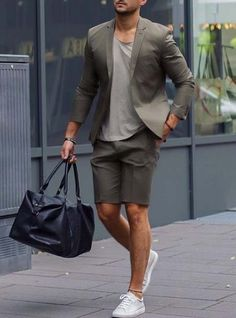 hit the gym after work // gym bag // urban men // style // mens fashion // gym fashion // gym day // metropolitan //