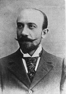 Georges Méliès - 1861, 1938, - réalisateur de films français. Il est considéré comme l'un des principaux créateurs des premiers trucages du cinéma (arrêt de caméra, surimpression, fondus, grossissements et rapetissements de personnages). Il a fait construire le premier studio de cinéma créé en France.