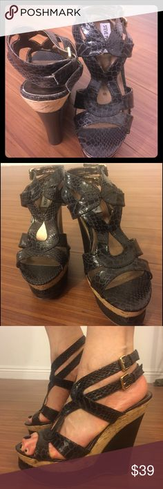 Steve Madden wedge sandals size 7.5 👠Steve Madden wedge sandals! I've only worn it once on my friend's wedding as a bride's maid😊 no scratches! Steve Madden Shoes Wedges