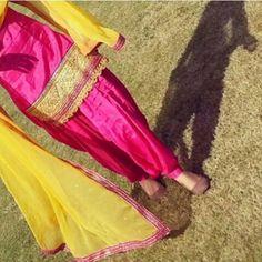 Punjabi suit Patiala Salwar Suits, Shalwar Kameez, Punjabi Suits, Punjabi Fashion, Asian Fashion, Kurta Pajama Punjabi, Beautiful Dress Designs, Pakistani Couture, Desi Wear