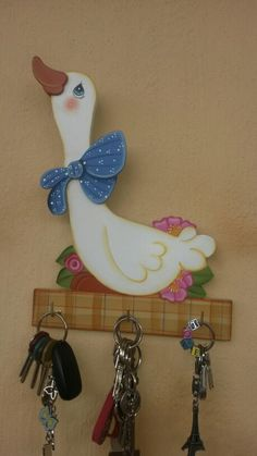Portallaves Small Woodworking Projects, Wooden Projects, Wood Crafts, Diy And Crafts, Arts And Crafts, Cute Cat Wallpaper, Wooden Cutouts, Decoupage Furniture, Pinterest Crafts