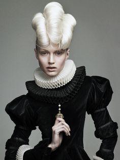 I love this avant-garde style, a modern twist on elizabethan style Foto Fashion, Fashion Art, Editorial Fashion, High Fashion, Renaissance Mode, Renaissance Fashion, Elizabethan Fashion, Victorian Fashion, Make Up