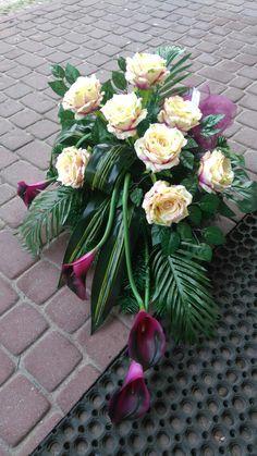 Church Flower Arrangements, Floral Arrangements, Fake Flowers, Beautiful Flowers, Funeral Tributes, Funeral Flowers, Card Box Wedding, Floral Centerpieces, Ikebana