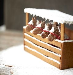 gingerbread house stable with horses Cool Gingerbread Houses, Gingerbread House Designs, Gingerbread House Parties, Gingerbread Village, Christmas Gingerbread House, Gingerbread House Decorating Ideas, Gingerbread Cookies, Christmas Goodies, Christmas Desserts
