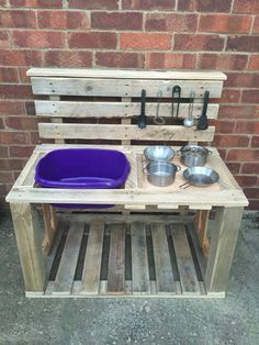 Millie's mud pie kitchen made from old pallets -You can find Old pallets and more on our website.Millie's mud pie kitchen made from old pallets - Diy Mud Kitchen, Mud Kitchen For Kids, Backyard Kitchen, Kitchen Ideas, Kitchen Decor, Kitchen Design, Old Pallets, Wooden Pallets, Pallet Benches