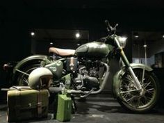 Royal Enfield unveiled limited editions of the Classic 500 at the inauguration of a new flagship apparel and accessories store at Delhi's premium Khan Market shopping area Royal Enfield Classic 350cc, Bike Reviews, In Mumbai, Vintage Bikes, Product Launch, Motorcycles, Choli Designs, Biking, Ps