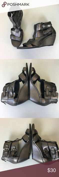 Kensie Girl Women's Delphine Wedge Good Pre-Loved Shoe Condition Shows some wear inside toes and at back of heels See ALL Pictures   Details: Kensie Girl  Women's  Delphine Sandal  Color: Pewter/Silver  Wedge Gladiator Sandals  Zipper in back Size: 9.5 Kensie Shoes Wedges