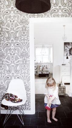 Блог владелицы сказочного дома, с лестницей и элементами интерьера  HOUSE of PHILIA: H of P ENTRÉ