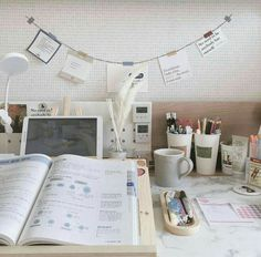 New desk organization ideas study areas 61 ideas Study Room Decor, Study Rooms, Study Desk, Study Space, Study Table Designs, Desk Inspiration, Desk Inspo, Study Corner, Study Pictures