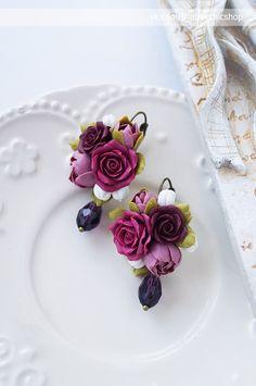 Новости Polymer Clay Flowers, Handmade Polymer Clay, Polymer Clay Earrings, Polymer Clay Projects, Diy Clay, Biscuit, Paper Clay, Resin Jewelry, Birthday Typography
