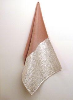 Blanket Pink Silver Fold, 2012 Blanket and silver, fold 130x90 cm - Edith Dekyndt
