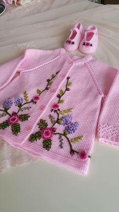 Çikolatalı Beyaz Rüya Tarifi | Enfes Tarifler Knit Baby Dress, Knitted Baby Cardigan, Baby Pullover, Baby Dress Patterns, Baby Knitting Patterns, Knitting Designs, Crochet Girls, Crochet For Kids, Girls Sweaters