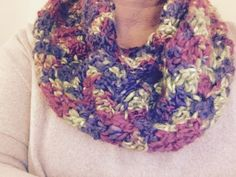 Bufanda circular punto chevron al crochet matizada