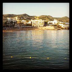#mar en #calma en la #playa de #sitges al #atardecer by @angelsalmi