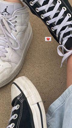 Applis Photo, Photo Dump, Creative Instagram Stories, Instagram Story Ideas, Girl Photo Poses, Girl Photos, Foto Casual, Aesthetic Shoes, Insta Photo Ideas