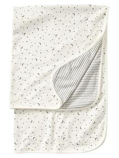 organic baby blanket with stars and moon print