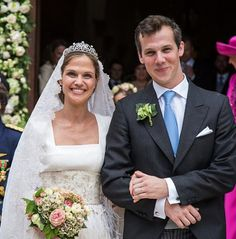 Royal Family Around the World: Princess Alix of Ligne Weds Count Guillaume de Dampierre in a Fairytale Ceremony at her Family's Century Belgian Chateau in Beloeil on June 2016 Royal Brides, Royal Weddings, Adele, Marriage Dress, Wedding Bouquets, Wedding Dresses, Lace Veils, Beautiful Castles, Royal Jewels