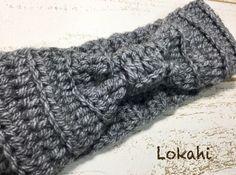 ヘアバンド(ターバン)の作り方 幅広のヘアバンド。いつものヘアスタイルにプラスするだけでオシャレでかわいくなっちゃいますね。 今回はコットン糸を使用しているのでオールシーズンOKだし、… Baby Knitting, Crochet Baby, Free Crochet, Potholder Patterns, Crochet Patterns, Crochet Cactus, Star Stitch, Crochet Hair Styles, Ear Warmers