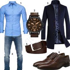 Elegantes Herrenoutfit mit hellblauem Hemd, Vogstyle Mantel, Wotega Jeans, großer Fossil Armbanduhr, schmalem Ledergürtel und Lloyd Schnürhalbschuhen.
