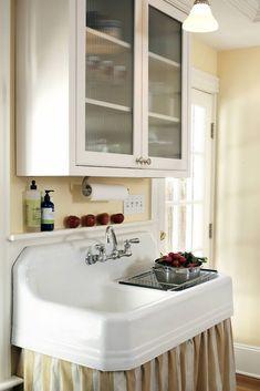 Chef Kitchen Decor, Old Kitchen, Country Kitchen, Vintage Kitchen, Kitchen Design, Kitchen Sinks, Kitchen Ideas, Kitchen Redo, Kitchen Stuff