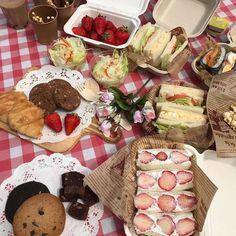 Picnic Date Food, Picnic Foods, Picnic Ideas, Cute Food, Good Food, Yummy Food, Brunch, Comida Picnic, Summer Picnic