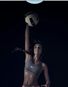 Nike free shoes on nike volleyball, volleyball poses, volleyball pictur Volleyball Poses, Nike Volleyball, Volleyball Pictures, Volleyball Players, Softball, Volleyball Photography, Action Photography, Sport Motivation, Senior Girls