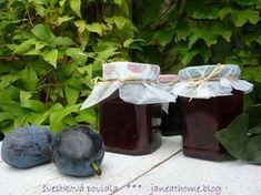 Švestková povidla - jednoduchá a bez míchání! Homemade Jelly, Russian Recipes, Eggplant, Preserves, Frozen, Food And Drink, Coconut, Canning, Fruit
